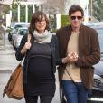 Semi-Exclusif - Milla Jovovich enceinte et son mari Paul W.S Anderson vont déjeuner au restaurant Il Pastaio à Beverly Hills, le 19 décembre 2014.