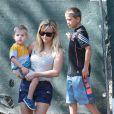 Reese Witherspoon va voir l'avancement des travaux de sa nouvelle maison avec sa fille Ava et ses fils Tennessee et Deacon à Pacific Palisades, le 15 février 2015.