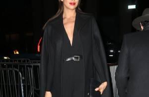Fashion Week : Irina Shayk radieuse en noir pour soutenir Naomi Campbell