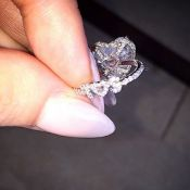 Lady Gaga fiancée : Le secret de son impressionnante bague...