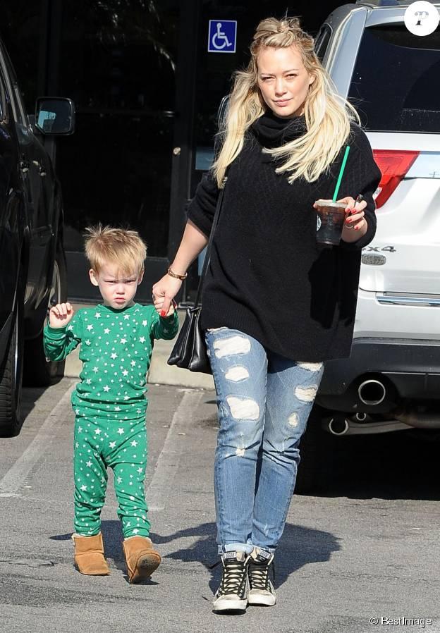 Hilary Duff se promène avec son fils Luca à Los Angeles Le 31 Janvier 2015