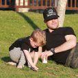 """Exclusif - Mike Comrie a amené son fils Luca au parc """"Coldwater Canyon"""" à Beverly Hills. Le 9 janvier 2015"""