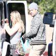 Hilary Duff et son mari Mike Comrie, dont elle est séparée, avec leur fils Luca remontent dans leur voiture à Beverly Hills Los Angeles, le 27 décembre 2014