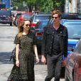 Dakota Johnson et son petit-ami Matt Hitt se promènent à New York, le 24 juillet 2014.
