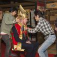 Le prince William devient un samouraï grâce aux équipes de la série historique Taiga lors de sa visite au siège de la chaîne NHK, à Tokyo, le 28 février 2015, lors de sa visite officielle au Japon.