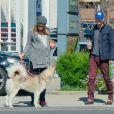 L'acteur américain Chad Michael Murray et Sarah Roemer (enceinte) font une balade avec leurs chiens dans le quartier de Studio City, à Los Angeles le 3 mars 2015. Le couple attendrait un petit garçon.