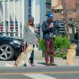 Chad Michael Murray et Sarah Roemer (enceinte) font une balade avec leurs deux chiens dans le quartier de Studio City, à Los Angeles le 3 mars 2015. Le couple attendrait un petit garçon.