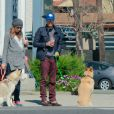 Chad Michael Murray et Sarah Roemer (enceinte) font une balade avec leurs chiens dans le quartier de Studio City, à Los Angeles le 3 mars 2015. Le couple attendrait un petit garçon.