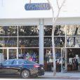 Exclusive - Jennifer Love Hewitt enceinte fait du shopping à Ron Herman, elle achète des bougies a Candle Delirium dans le quartier de West Hollywood le 4 mars 2015.