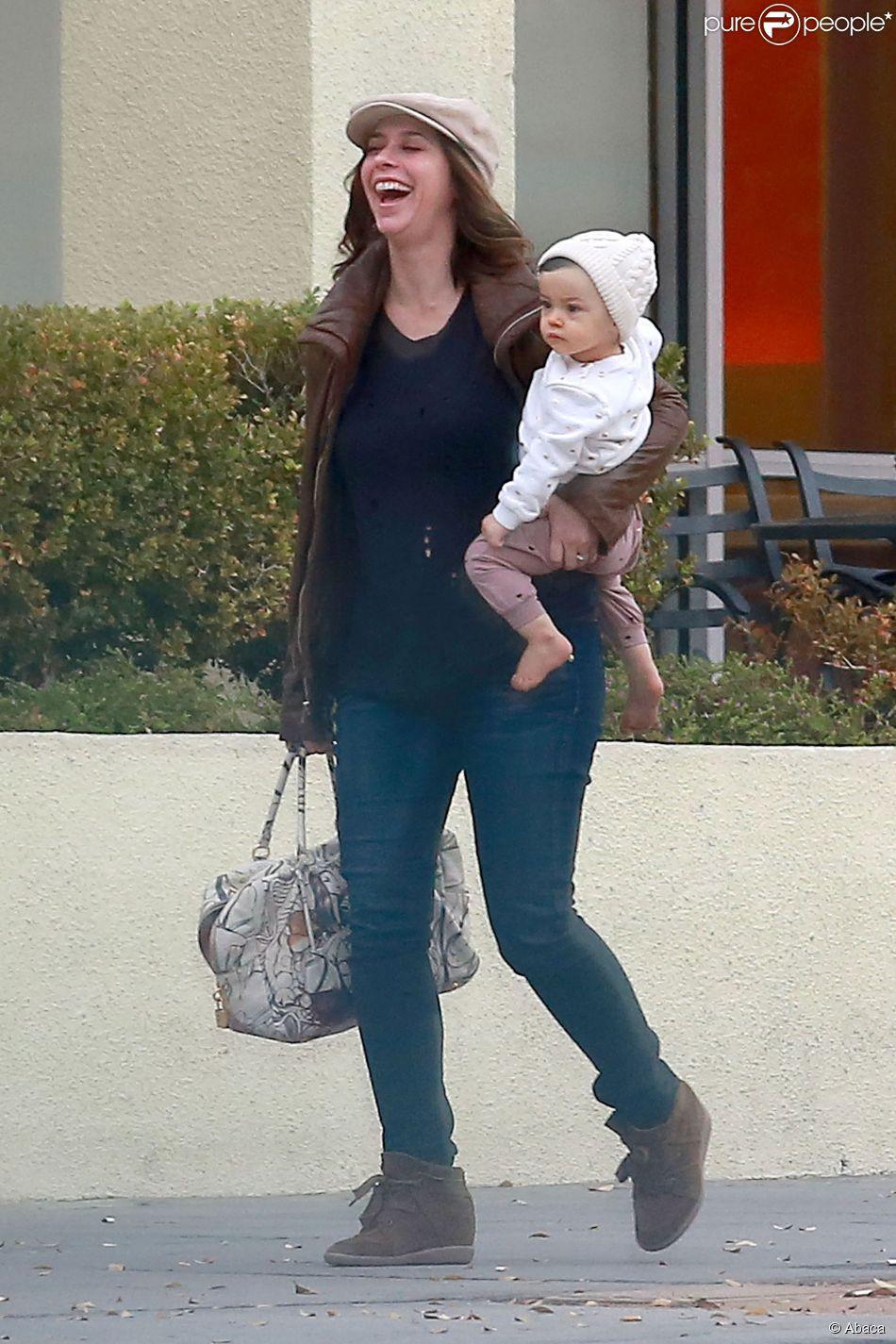 Jennifer Love Hewitt enceinte avec son mari Brian Hallisay et leur fille Autumn, le 13 janvier 2015