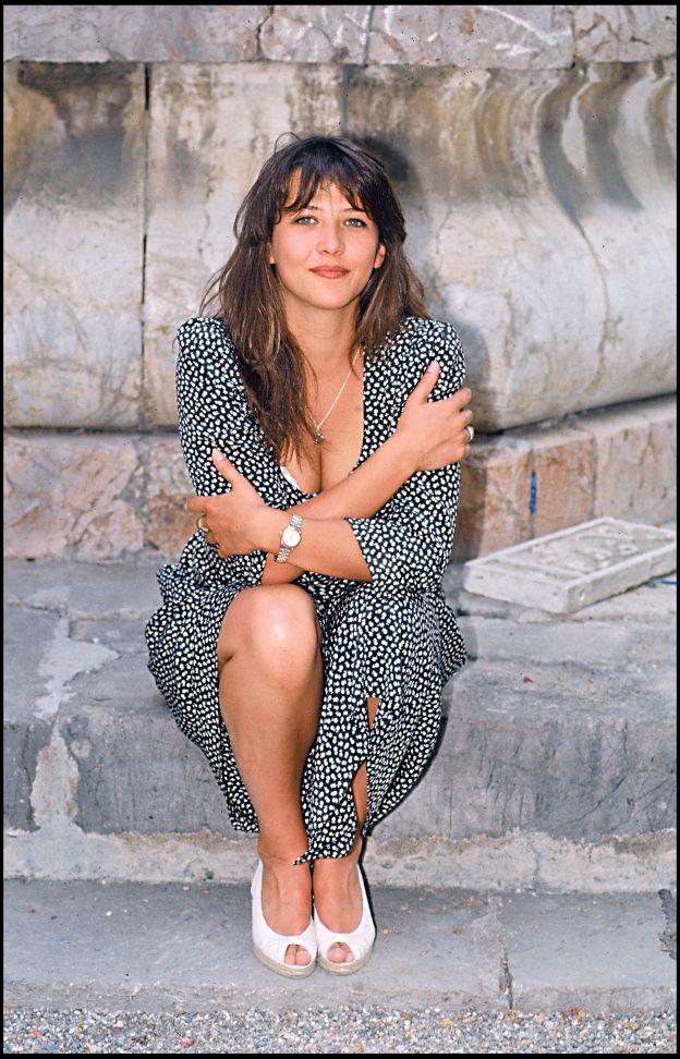 ARCHIVES - SOPHIE MARCEAU  PLAIN PIED DECOLTE en 1988