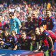 Lionel Messi et son fils Thiago Messi, Luis Suarez et ses enfants Benjamin et Delfina, Andres Iniesta et sa fille Valeria, Gerard Piqué - Les joueurs du FC Barcelone posent avec leurs enfants avant le match contre le Rayo Vallecano à Barcelone, le 8 mars 2015.