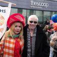 """Paloma Faith et Annie Lennox lors de la marche """"CARE International's Walk In Her Shoes"""" à Londres, le 8 mars 2015 à l'occasion de la Journée internationale des droits des Femmes."""