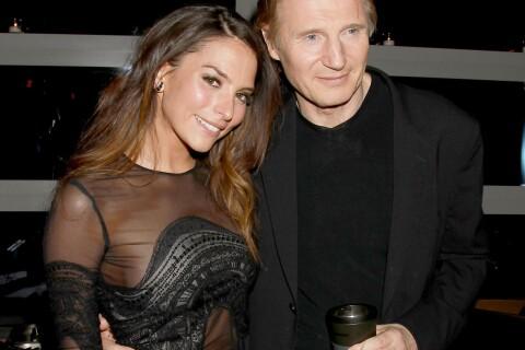 Liam Neeson entouré de bombes sexy, entre transparence et tatouages...
