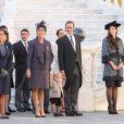 Mélanie-Antoinette de Massy, la princesse Stéphanie, Elisabeth-Anne de Massy, la princesse Caroline de Hanovre, son petit-fils Sacha Casiraghi, le prince Albert II de Monaco, Tatiana Santo Domingo (enceinte), Andrea Casiraghi dans la cour du palais princier lors de la Fête nationale à Monaco, le 19 novembre 2014