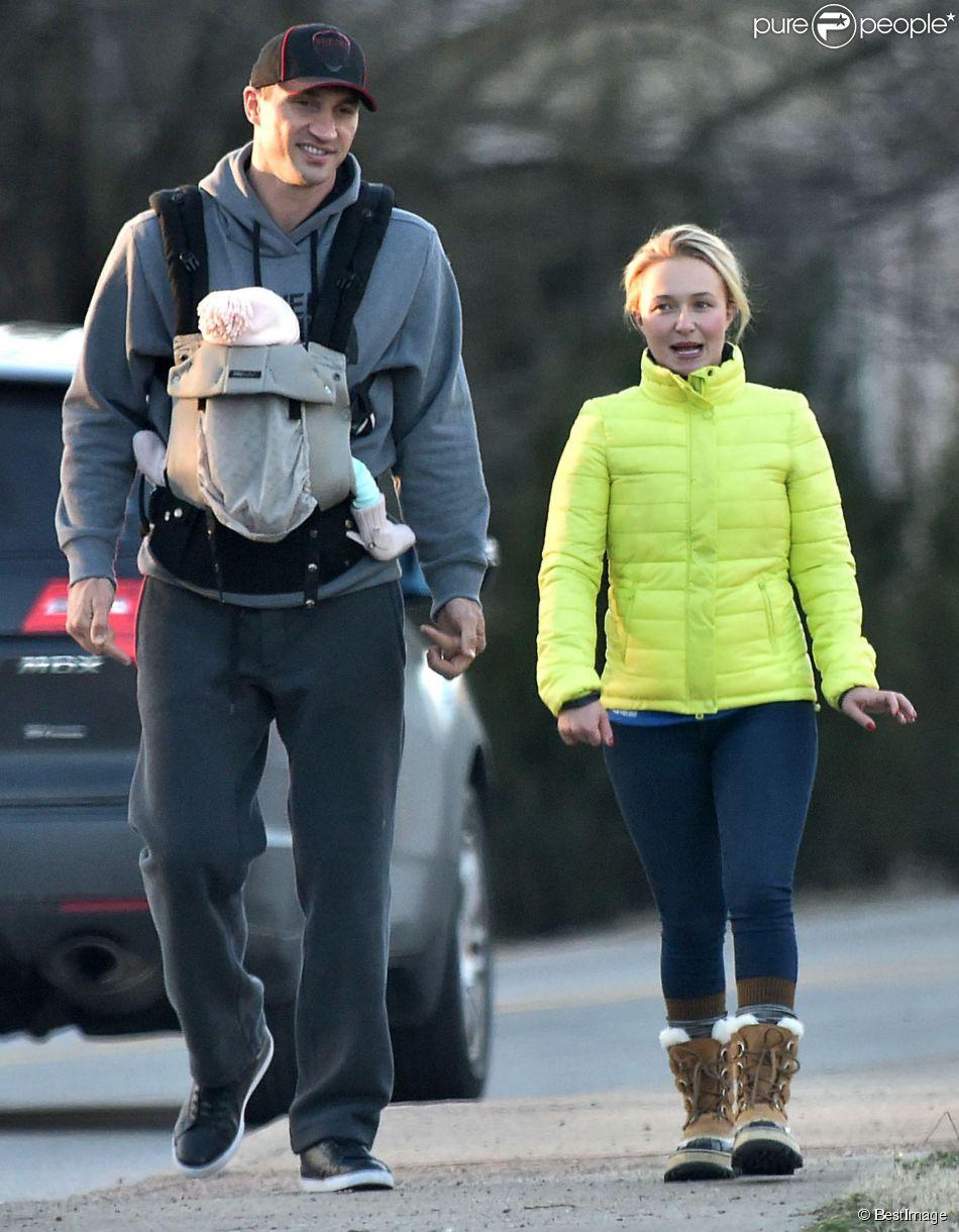 Exclusif - Hayden Panettiere et son fiancé Wladimir Klitschko se promènent avec leur fille Kaya à Nashville, le 7 mars 2015.