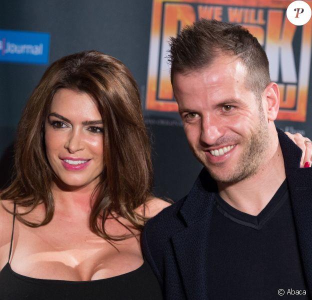 Rafael van der Vaart et sa compagne Sabia Boulahrouz à la première de la comédie musicale sur Queen 'We Will Rock You' à Hambourg le 16 mars 2015.