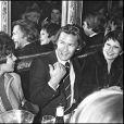 Jean-Claude Brialy, Shriley Bassey, Helmut Berger et Zizi Jeanmaire chez Michou à Paris en 1975