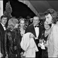 Nathalie Delon, Luchino Visconti et Johnny Hallyday lors du Festival de Cannes 1971