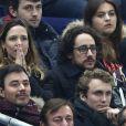 Thomas Hollande et une amie lors du match entre la France et le Brésil au Stade de France à Saint-Denis le 26 mars 2015