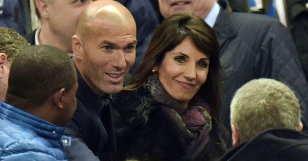 rencontre zidane veronique C'est à cet endroit que la jeune femme rencontre un dénommé zinedine zidane, qui poursuit de son côté une formation de football le coup de foudre est immédiat.