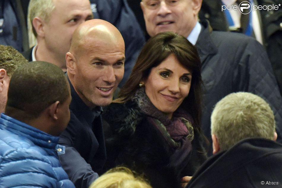 Zinédine Zidane et son épouse Véronique lors du match entre la France et le Brésil au Stade de France le 26 mars 2015
