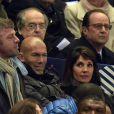 Zinédine Zidane, son épouse Véronique et François Hollande lors du match entre la France et le Brésil au Stade de France le 26 mars 2015