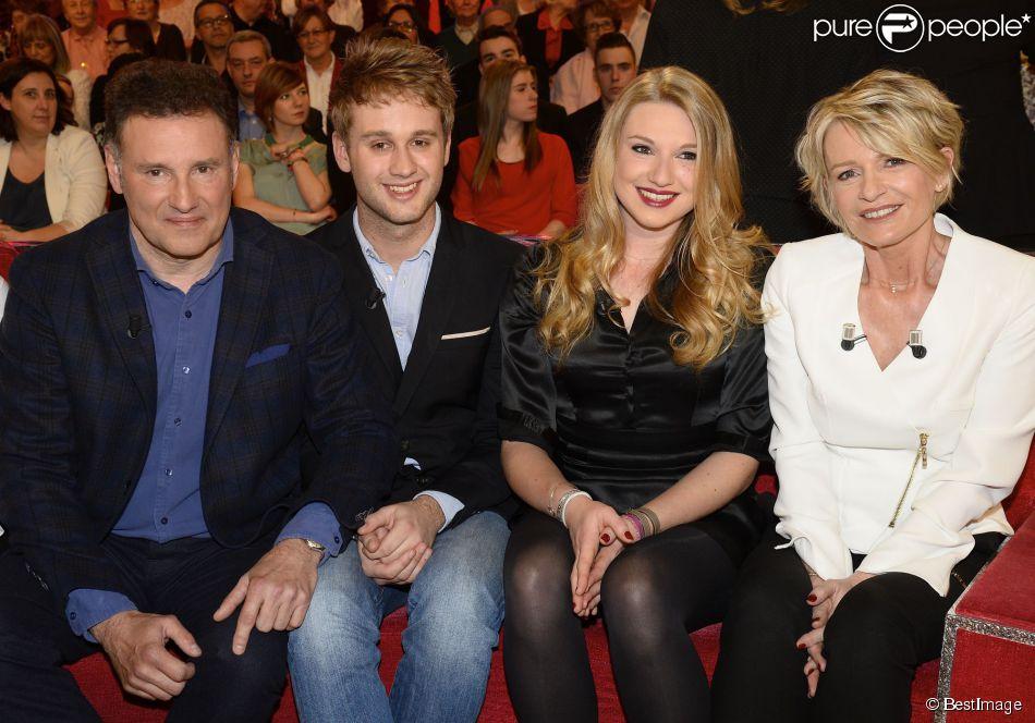 Pierre Sled, Nicolas Sled, Valentine Sled et Sophie Davant - Enregistrement de l'émission  Vivement Dimanche  à Paris, le 1er avril 2015. Emission diffusée le 5 avril 2015.