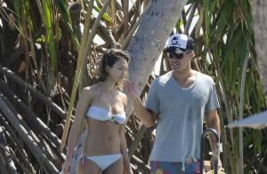 Jessica Alba : Bombe sur la plage, délire en famille, et avec John Legend !