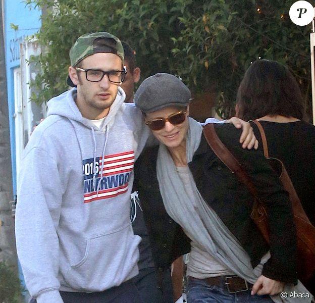 Instants de complicité caline entre Robin Wright et son fils Hopper à Venice, le 2 avril 2015.