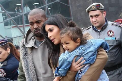 Kim Kardashian, avec North et Kanye, visite la maison en ruine de ses ancêtres