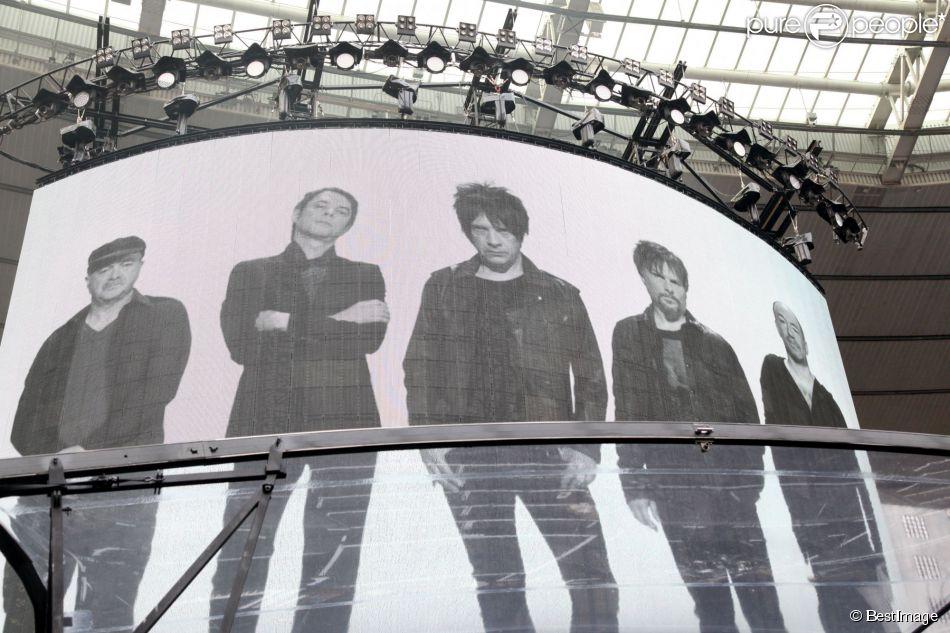 Nicola Sirkis et son groupe Indochine en concert au Stade France à Paris le 27 juin 2014.