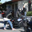 Exclusif - Johnny Hallyday fait un tour en moto avec un ami, à Malibu le 12 avril 2015.