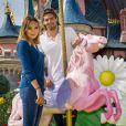 Valérie Bègue et son mari Camille Lacourt ont profité du retour des beaux jours pour passer un moment féérique à Disneyland Paris. Avril 2015.