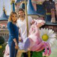 Valérie Bègue et Camille Lacourt ont profité des beaux jours pour passer un moment féérique à Disneyland Paris. Avril 2015.