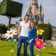 Valérie Bègue et le nageur Camille Lacourt ont profité du retour des beaux jours pour passer un moment féérique à Disneyland Paris. Avril 2015.