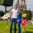 Valérie Bègue et Camille Lacourt ont profité du retour des beaux jours pour passer un moment féérique au parc Disneyland Paris. Avril 2015.