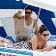 Exclusif - Mario Lopez, en vacances avec sa femme Courtney Mazza, profite de la plage à Miami. Le 11 avril 2015
