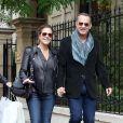 Tom Hanks et sa femme Rita Wilson se promènent à Paris, le 12 octobre 2013.