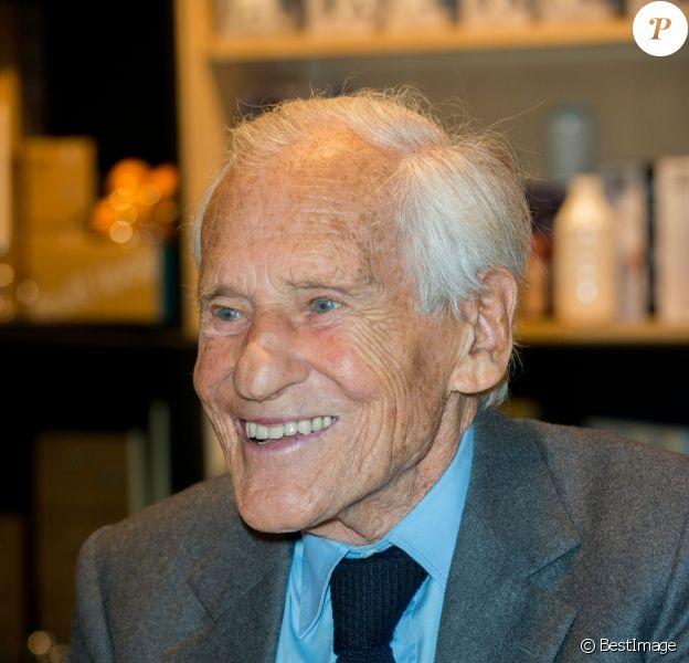 """Exclusif - Jean d'Ormesson était présent à Bruxelles pour la présentation de son nouveau livre """"Comme un chant d'espérance"""" le 27 novembre 2014"""