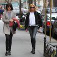 Dakota Johnson et Mélanie Griffith se promènent dans les rues à New York le 17 Avril 2015