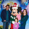 """Alyson Hannigan et Alexis Denisof avec leurs filles Satyana Marie Denisof et Keeva Jane Denisof à la soirée """"Disney on Ice Let's Celebrate!"""" à Los Angeles, le 11 décembre 2014"""