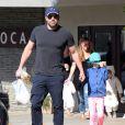 Ben Affleck se promène avec sa fille Seraphina à Pacific Palisades. Le 19 avril 2015