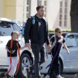 Ben Affleck accompagne ses filles Violet et Seraphina à leur cours de Karaté à Brentwood, le 8 avril 2015