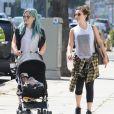 Hilary Duff est allée déjeuner avec son fils Luca et une amie à West Hollywood, le 28 mars 2015