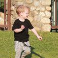 """Mike Comrie a amené son fils Luca au parc """"Coldwater Canyon"""" à Beverly Hills. Le 9 janvier 2015"""