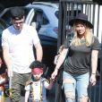 Hilary Duff et Mike Comrie accompagnent leur fils Luca à une fête d' Halloween à Studio City Los Angeles, le 18 Octobre 2014