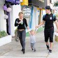 Hilary Duff se rend à une fête d'anniversaire avec son mari Mike Comrie, dont elle est séparée, et leur fils Luca à Sherman Oaks, le 19 juillet 2014.