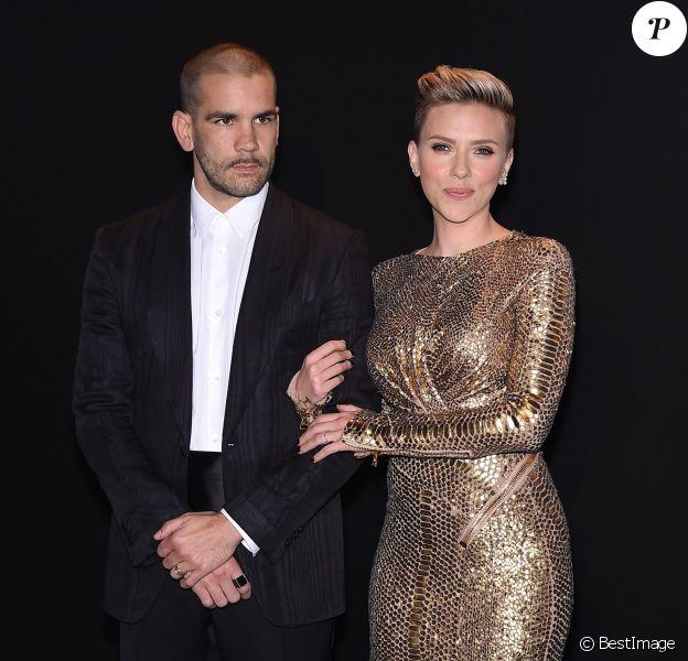Scarlett Johansson et son mari Romain Dauriac au défilé Tom Ford Automne/Hiver pour femme à Los Angeles, le 20 février 2015