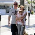 Kelly Rutherford et sa fille Henela ainsi qu'un ami de l'actrice, à Beverly Hills, le 13 mai 2010